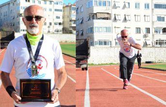 66 yaşında rekorlara doymuyor!