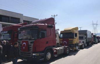 Türk askerine destek olmak için konvoy yaptılar