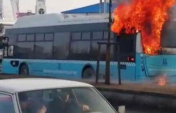 Belediye otobüsü, seyir halinde alev aldı