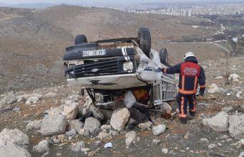 Malatya'da kamyon şarampole devrildi