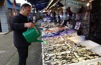 Trabzon'da balık tezgahlarında 'Korona'...