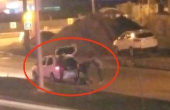Dövüldü aracın bagajına koyuldu polis kurtardı