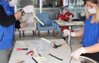 Koronavirüse karşı 3d yazıcıyla siperli maske üretiyorlar