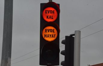 Trafik lambalarında evde kal çağrısı