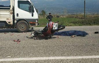Kamyonet ile motosiklet sürücüsü çarpıştı!