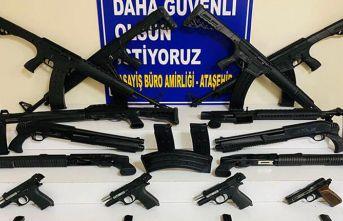 Yasa dışı silah ticareti yapan 3 kişi yakalandı