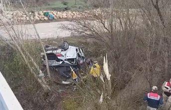 Otomobil devrildi: 4 ölü, 1 yaralı
