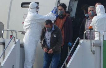 Kuveyt'ten getirilen 301 işçi Giresun'da...