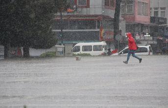 Koronadan kaçmayanlar yağmurdan kaçtı