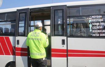 Yoğun yolcu taşıyan sürücü cezadan kurtulamadı
