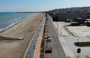 Koronavirüs nedeniyle boşalan sahil böyle görüntülendi
