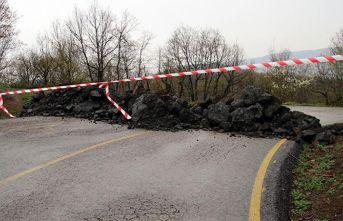 Köy yollarını kullanarak geçiş yapmak isteyenlere jandarmadan engel