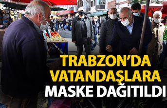 Trabzon'da vatandaşlara maske dağıtıldı