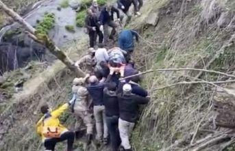 Aracıyla uçuruma yuvarlandı, böyle kurtarıldı