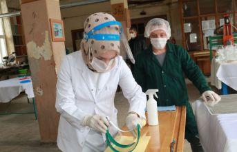 Öğretmen ve okul personeli sağlıkçılar için harekete geçti
