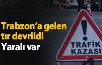 Trabzon'a gelen tır devrildi