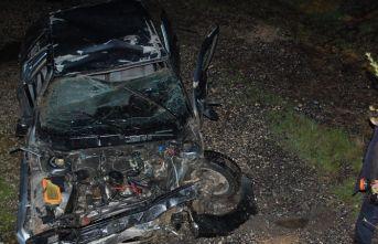 Feci kaza: Otomobil hurdaya döndü