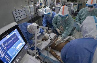 Koronavirüs tedavisi gören hasta 2 ay sonra iyileşti