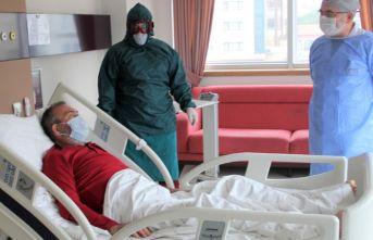 Doktorlar umudunu kesti, o koronavirüsü yendi!
