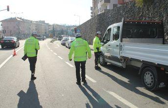 Azalan trafiğe rağmen 580 araca hız cezası