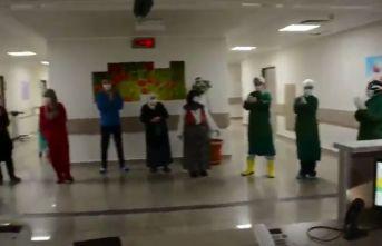 Trabzon'da koronavirüsü yenen hastalar böyle uğurlandı