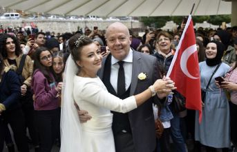 Gümüşhane'de evlenen yabancı çiftten bağış