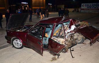 Kazada araç hurdaya döndü sürücü kaçtı