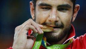 Türkiye'ye ilk altın madalya!