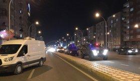 AK Parti İl Başkanlığı önünde polise saldırı