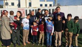 Çocuklardan Trabzonsporlu futbolculara moral
