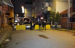 Taciz iddiası yayıldı polis mahallelinin elinden kurtardı