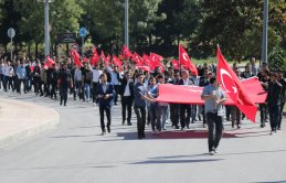 Üniversite öğrencilerinden 'Bayrak Yürüyüşü'