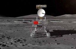Ayın Karanlık yüzüne tarihi iniş