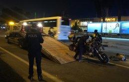 Trafik kazası - Bariyerlere çarptı giysileri yanmaya başladı