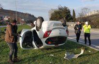Kaza yapan polis ölümden döndü
