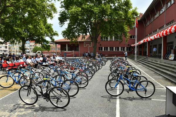 Trabzon'da 61 öğrenciye 61 bisiklet