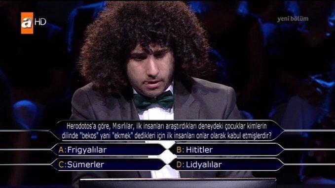 Kim Milyoner Olmak İster'de 1 Milyonluk soruyu görmeye hak kazanan papyonlu genç Arda Ayten kimdir?