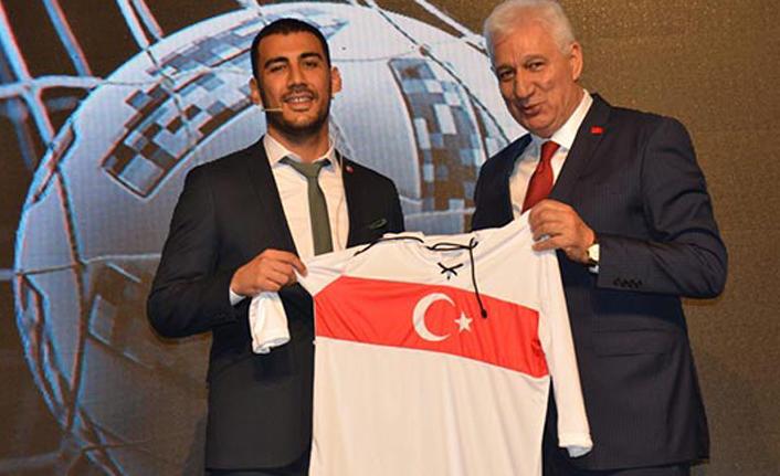 Bursaspor'un yeni sportif direktörü Selçuk Erdoğan oldu! Selçuk Erdoğan kimdir?