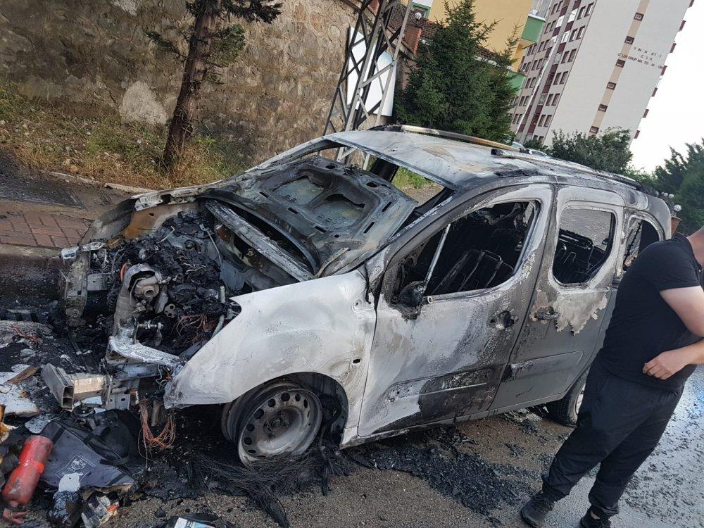 Trabzon'da araç alevler içinde kaldı!