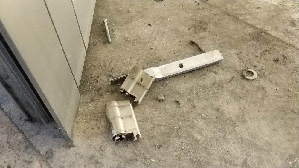 Adliye kapısını kırıp kaçmaya çalıştı!