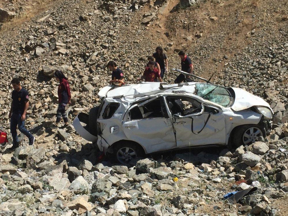 Artvin'de otomobil uçuruma yuvarlandı: 1 ölü, 2 yaralı