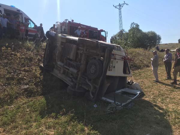 Gümüşhane'de minibüs şarampole yuvarlandı - 1 kişi öldü, 6'sı çocuk 18 kişi yaralandı