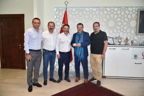 Başkan Genç'ten Trabzonspor 'a 1461 bilet jesti