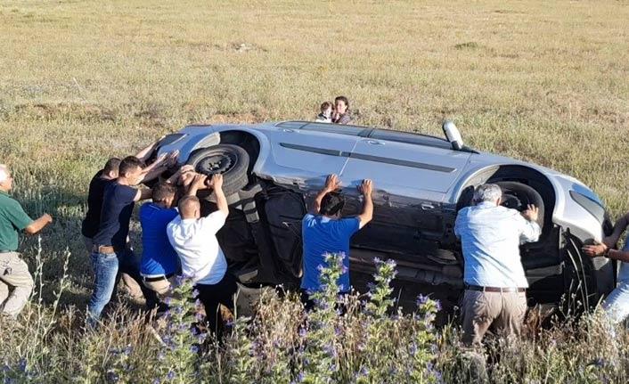 Bayburt'ta kaza: Tarlaya uçan aracı imece usulü kurtardılar