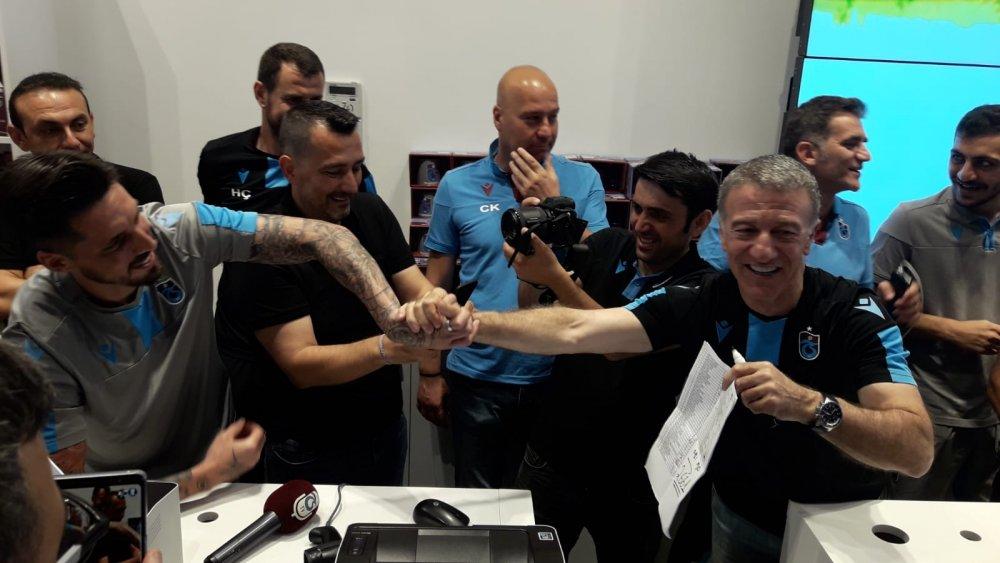 Karaman ve futbolculardan Trabzonspor'a formalı destek
