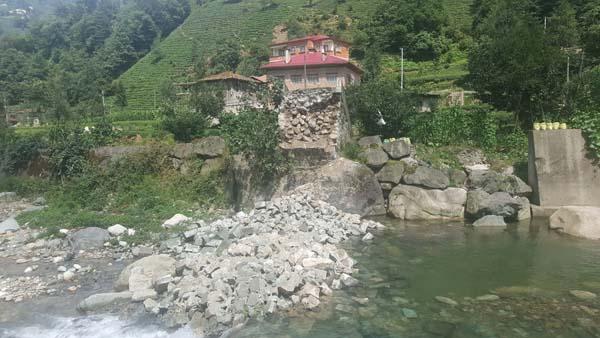 Tarihi köprüler tehdit altında - Rize'de 1 Trabzon'da 3 köprü yıkıldı