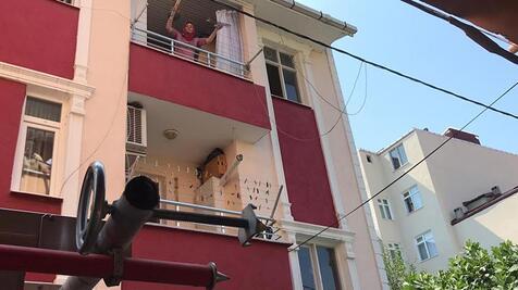 Önce ateşe verdi sonra balkondan attı!