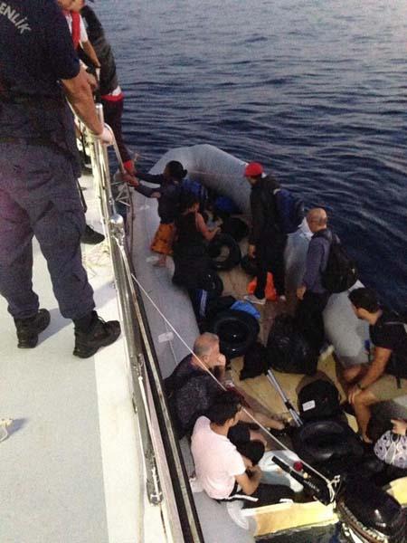 28'i çocuk 77 kaçak göçmen yakalandı