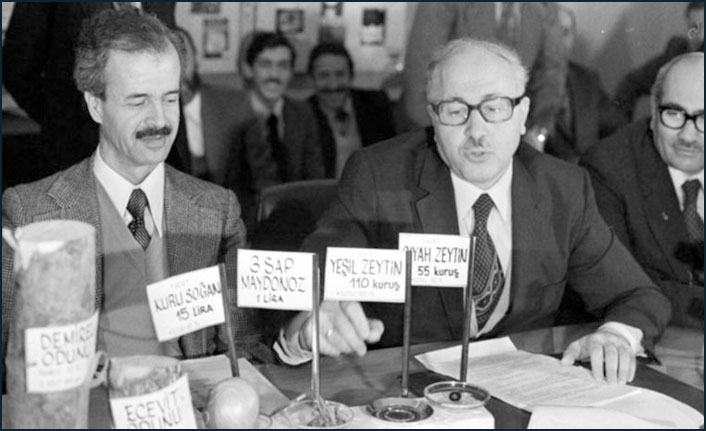Siyasetçi Süleyman Arif Emre hayatını kaybetti! Süleyman Arif Emre kimdir?