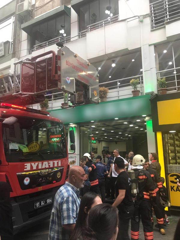 Trabzon'un en işlek caddesinde yangın paniği